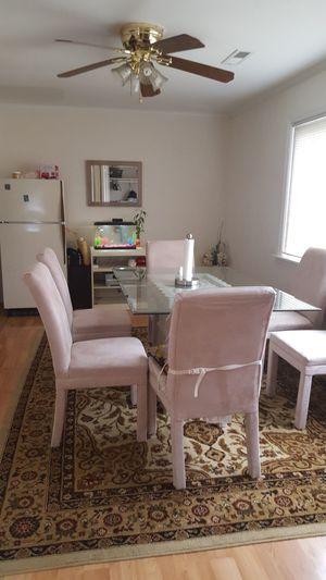 Vendo mesa con 5 sillas buenas condiciones for Sale in Reston, VA