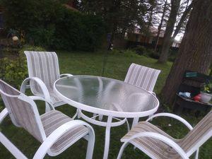 Mesa y sillas for Sale in Gurnee, IL