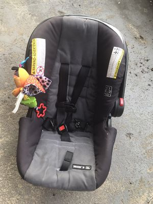 Snug ride 30 click connect car seat with base for Sale in Weymouth, MA