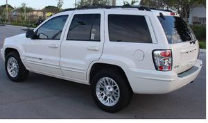 Excellent 2004 Jeep Grand Cherokee AWDWWheels for Sale in Pittsburgh, PA