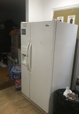 Whirlpool fridge works perfect for Sale in Philadelphia, PA