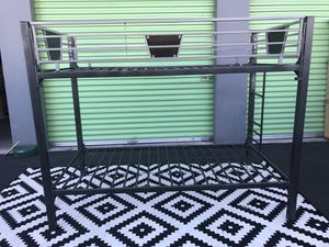 BEAUTIFUL NICE DESIGN METAL BUNK BED..IN GREAT CONDITION.. for Sale in Las Vegas, NV