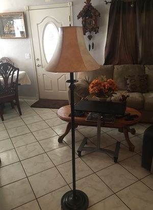 Floor lamp for Sale in Moreno Valley, CA
