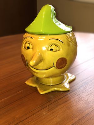 Rare Doranne Of California Pottery Court kJester Or Pinocchio Cookie Jar ~Circa 1946 Chip on the front underneath collar for Sale in Anaheim, CA