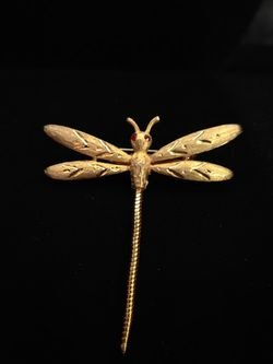 Vintage JJ Dragonfly Brooch Pin Gold Tone Textured Engraved Flexible Tail for Sale in East Providence,  RI