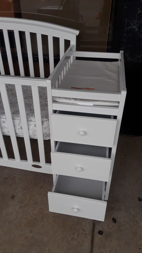 """""""Nice Dream on Me"""" Crib with Changing Table"""