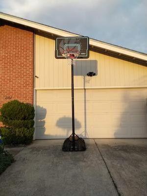 Lifetime adjustable basketball hoop for Sale in Los Angeles, CA