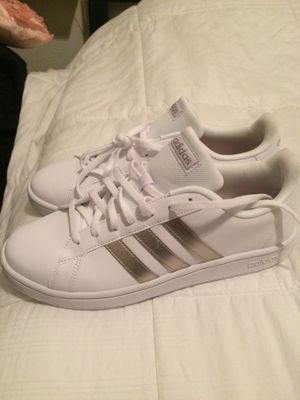 WOMENS ADIDAS. SIZE 10. Brand new for Sale in Wesley Chapel, FL