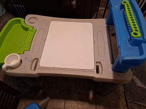 KIDS DESK REMOVABLE GREEN TRAY WITH CHAIR for Sale in Baldwin Park, CA