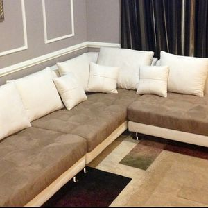 RIGHT SEATED SECTIONAL for sale Sink into the all-around comfort of the sectional. With plenty of room for the entire family, this sectional combine for Sale in Reston, VA