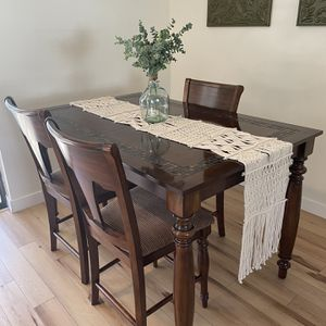 Table & Chairs for Sale in Oxford, FL