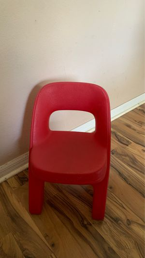 Step 2 Kid's red chair for Sale in Plant City, FL