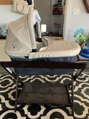 Uppa Baby Bassinet & Stand (Can attach to stroller) for Sale in Chiriaco Summit, CA