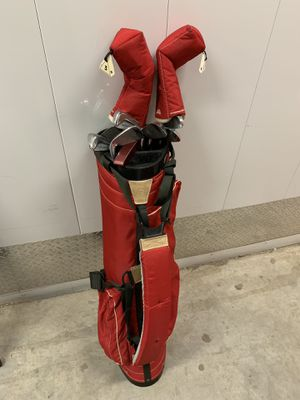 Women's golf clubs and red bag for Sale in Hyattsville, MD