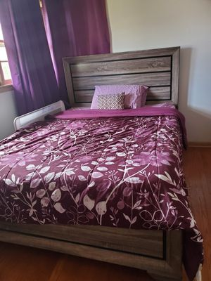 Queen Bedroom Set for Sale in Barrington, IL