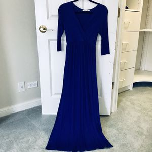 PinkBlush Maternity Maxi Dress - Size S for Sale in Glenview, IL