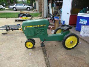 Vintage John Deere peddle tractor for Sale in Arlington, TX