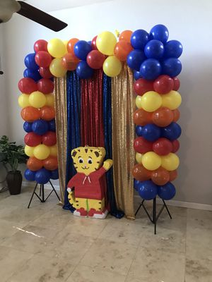 Treat tables background and balloon set ups!! for Sale in Dallas, TX