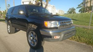 2000 TOYOTA 4 RUNNER CLEAN TITLE for Sale in Tampa, FL
