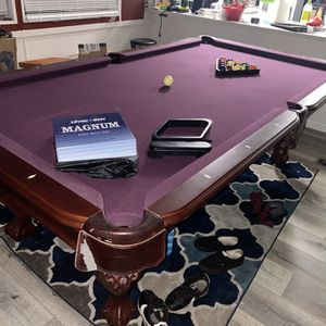 Thomas Aaron 8' Pool Table Burgundy for Sale in Coupeville, WA