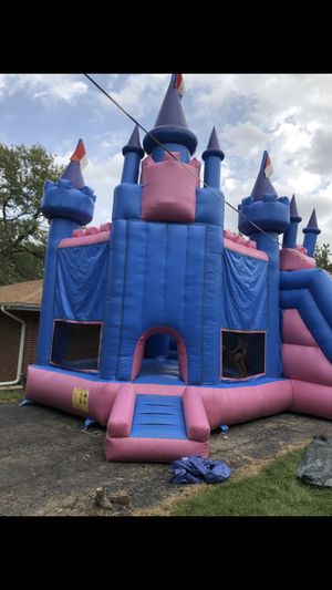 Large bouncy house with slide for Sale in Aurora, IL