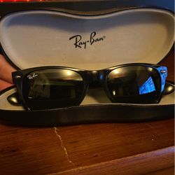 Ray-ban WAYFARERS Made Famous By Bob Dylan! Near Perfect Condition!! for Sale in Smyrna,  TN