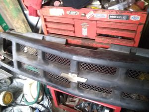Early to mid 90's chevrolet pick up front grill for Sale in BAYVIEW GARDE, IL