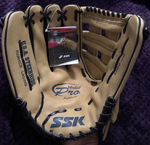Left-Handed Throw SSK (Sasaki) Medal Pro Softball Glove for Sale in Hacienda Heights, CA