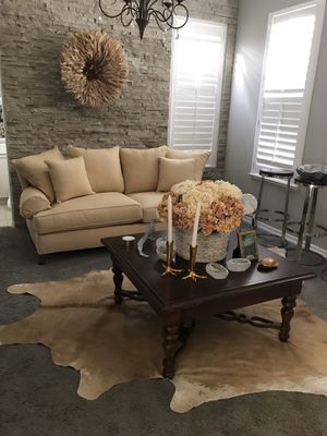 ETHAN ALLEN sofa like new for Sale in Visalia, CA