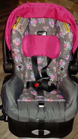 Infant Girl Car Seat for Sale in Raeford, NC