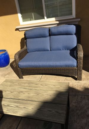 Patio furniture like new .. chair and table for Sale in Chula Vista, CA