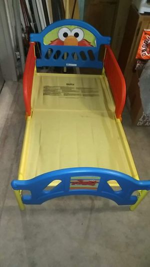 Elmo toddler bed for Sale in Grove City, OH