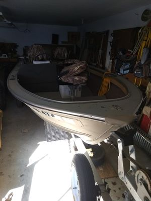 16' Alumacraft fishing boat for Sale in Carrollton, VA