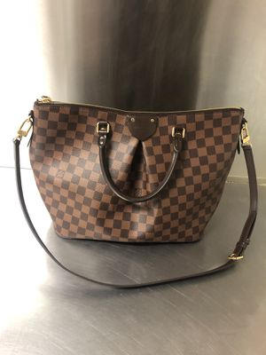Louis Vuitton hand bag for Sale in College Park, MD