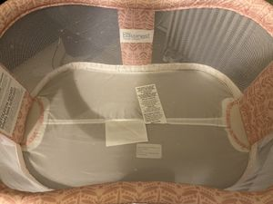 Halo Bassinest Swivel Sleeper Premiere Series Bassinet, Rose Leaf for Sale in Queens, NY
