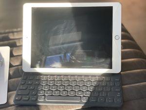 iPad Pro 9.7 256G +smart key board+Apple Pencil for Sale in Los Altos, CA