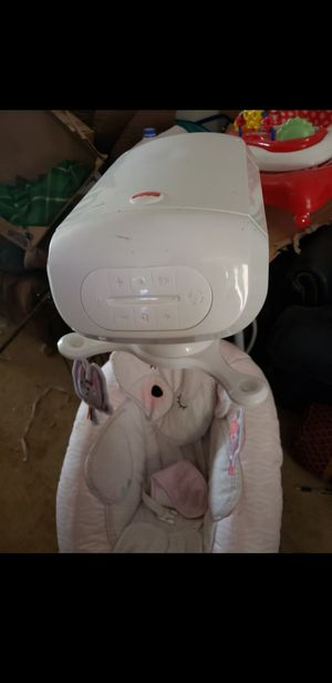 Infant swing car seat and body carrier all together for Sale in Round Rock, TX