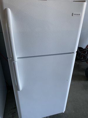 2019 Model Fully Functional White Frigidaire Top Freezer Refrigerator for Sale in Long Beach, CA