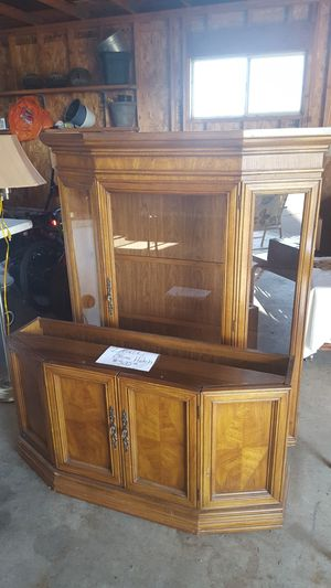 2 Piece China Hutch for Sale in Amherst, WI