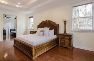 King Size Bedroom Set (wood and marble) for Sale in Miramar, FL