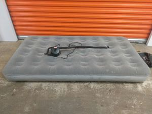 Twin size air mattress with blower for Sale in Miami Gardens, FL