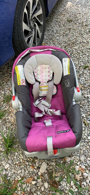 Graco car seat and base for Sale in Burlington, KY