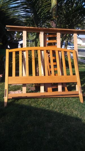 Queen size bed frame for Sale in Anaheim, CA