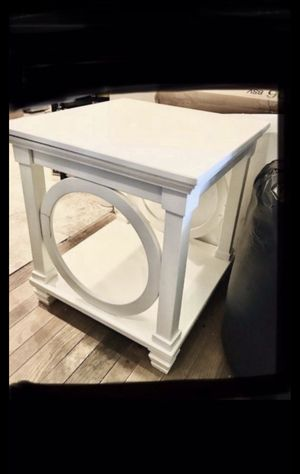 Ashley Furniture END TABLE 24x24x26 Signature Design Mintville White for Sale in Westerville, OH