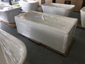 "67"" freestanding bathtub new fiberglass construction!!!! for Sale in Federal Way, WA"