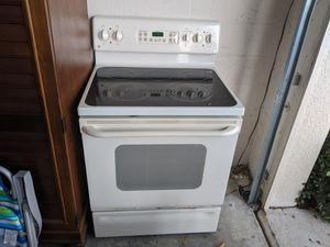 Matching GE White Oven and Over the Range Microwave for Sale in Zephyrhills, FL