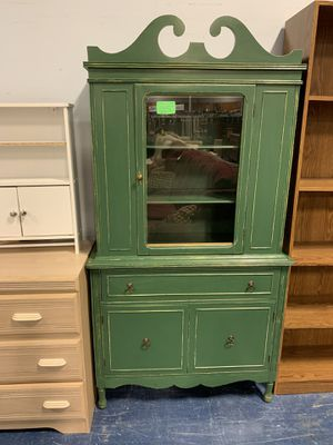 Antique Green curio cabinet for Sale in Palmyra, PA