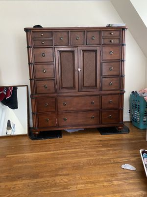 Dresser for Sale in Hagerstown, MD