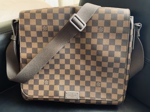 Louis Vuitton Mens Messenger Bag for Sale in Los Angeles, CA
