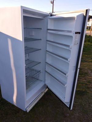GE upright frostless freezer for Sale in Baywood-Los Osos, CA
